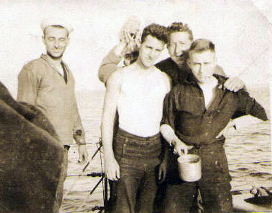 Crewmen on subchaser SC 99