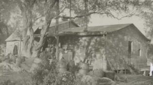 A hut at Base 25