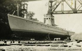 Subchaser under construction at Rocky River Dry Dock. T. Woofenden Collection.