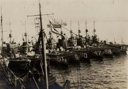 Subchasers in Mine Sweeping Ops