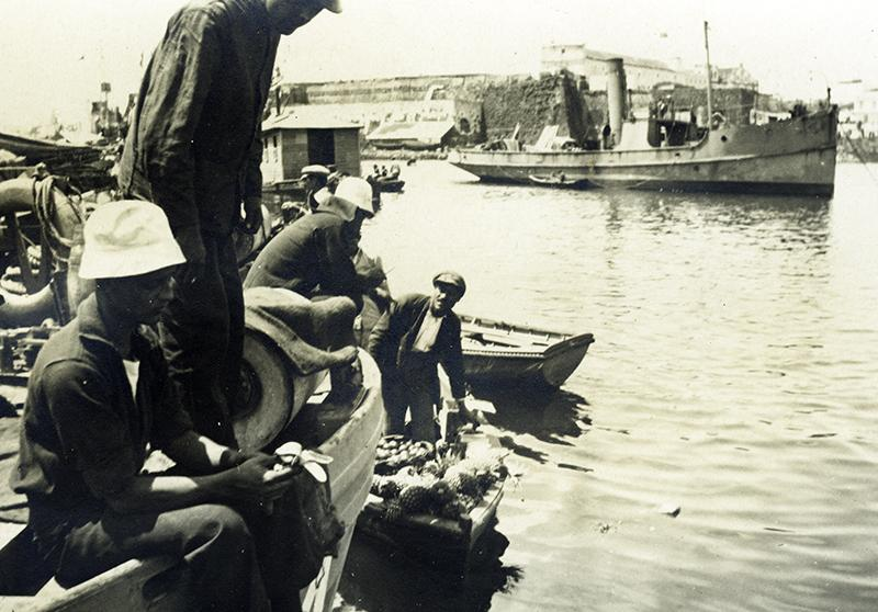 Subchaser in the Azores, with fruit vendors. GS Dole Collection.