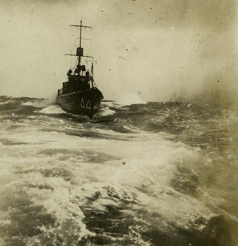 Submarine chasers SC 44 underway. T. Woofenden Collection.